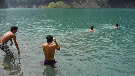 023-26泳ぎだす.jpg
